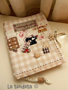 Sewing Case, Love Sewing, Fabric Crafts, Sewing Crafts, Sewing Projects, Patch Quilt, Applique Quilts, Fabric Book Covers, Handmade Wallets