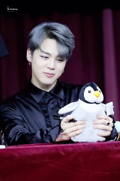 Aww jimin acc reminds me of a penguin idk why lol