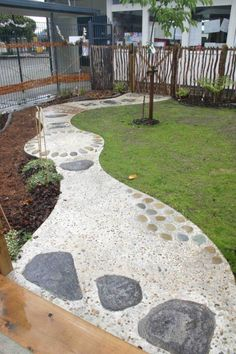 Barefoot Paths from a New Zealand Kidergarten | Playscapes