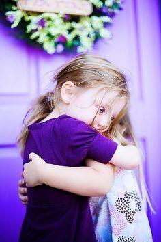 Um Amigo, um Tesouro! Quem tem um amigo tem um tesouro.  É o que dizem os antigos. É um fato, pois quem não precisa de um ombro, para apoiar-se uma vez por outra na vida?  Mas..e os não tão amigos? Os meio-amigos? Os falsos amigos? Na verdade, será sempre nas horas difíceis, que conheceremos nossos verdadeiros amigos.  Eles estarão presentes, com sua ternura, Leia mais em: https://www.facebook.com/gracaetoluis
