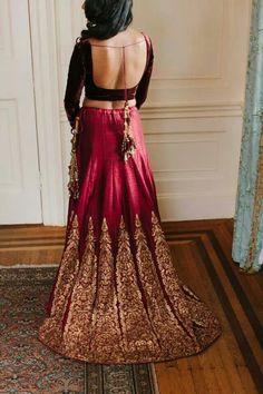 How pretty is this lehenga! Indian Bridal Lehenga, Indian Bridal Wear, Indian Wedding Outfits, Pakistani Bridal, Bridal Outfits, Indian Sarees, Indian Outfits, Wedding Dresses, Indian Look