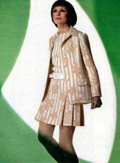 1969 House of Dior 1969 Fashion, Mod Fashion, Fashion Photo, High Fashion, Vintage Fashion, Womens Fashion, Christian Dior Vintage, Vintage Dior, Vintage Dresses