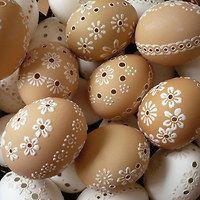 Hledání zboží: kraslice / Zboží | Fler.cz Egg Crafts, Easter Crafts, Egg Shell Art, Easter Gift Baskets, Basket Gift, Carved Eggs, Egg Tree, Easter Season, Easter Printables