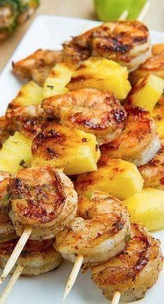 pinchos de camarón con piña