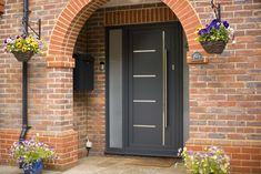 Origin Front Doors for Added Security 1930s House Exterior, White Exterior Houses, Modern Exterior, Style At Home, House Front Door, Front Doors, Front Porch, Porch Designs Uk, Aluminum Windows Design