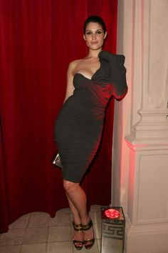 Gemma Arterton shows off her style credentials in asymmetrical dress at Lancome party in Paris Gemma Christina Arterton, Beautiful Celebrities, Beautiful Actresses, Gorgeous Women, Sublime Creature, Celebrity Workout, Actrices Hollywood, English Actresses, Asymmetrical Dress