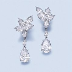Important Pair of diamond pendent earrings, Harry Winston, circa 1975 Harry Winston, Diamond Pendant, Diamond Jewelry, Diamond Earrings, Pendant Set, Sapphire Jewelry, Pearl Earrings, Bling Bling, International Jewelry