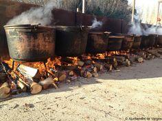 Preparació de la tradicional Sopa de Verges, un àpat servit a la manera de ranxo per a 2.500 persones (dimarts de Carnaval, març 2014)