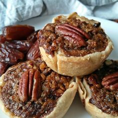 Decadent pecan date tarts. Made extra special with golden syrup and a touch of cinnamon. Better than a traditional pecan pie Dessert Recipes, Dessert Tray, Fall Desserts, Pecan Tarts, Sandwiches, Mini Tart, Golden Syrup, Sweet Pie, Gastronomia