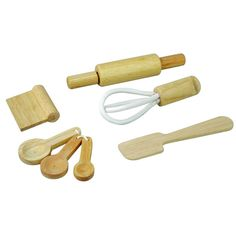Let's bake! Your little one will love preparing delicious pastries and cakes of all kinds thanks to our Baking Utensils Set. With a rolling pin, whisk, spatula,