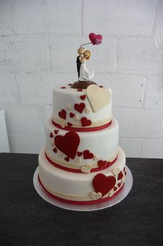 wedding cake beige et bordeaux