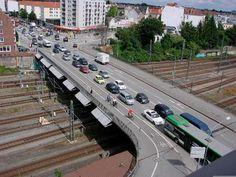 Der Katharinenstieg neben der maroden Bahnhofsbrücke wird kommende Nacht gesperrt.