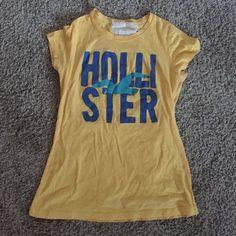 Super cute Hollister t shirt! Yellow Super cute Hollister t shirt! Size m Hollister Tops Tees - Short Sleeve