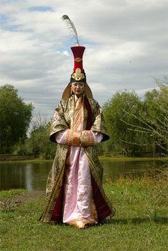 Монгол дээл, Mongolian traditional clothing. Dat hat!