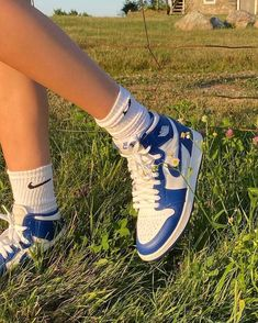 Dr Shoes, Swag Shoes, Nike Air Shoes, Hype Shoes, Me Too Shoes, Sneakers Mode, Cute Sneakers, Sneakers Fashion, Fashion Shoes