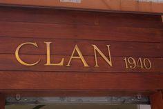 Nuestro letrero en la tienda de Madrid. Clan, casa fiundada en 1940