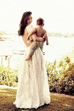 Model mum Miranda Kerr and bub appeared in the July UK Vogue. Love the cleanness and simplicity of the styling (it's usually the 'natural' look that is most difficult to perfect.)