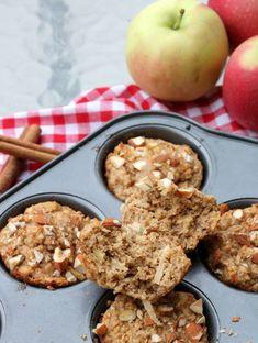 Proteinrike havremuffins med eple og kanel - LINDASTUHAUG Healthy Snacks, Food And Drink, Baking, Breakfast, Sweet, Diabetes, Muffins, Cupcakes, Health Snacks