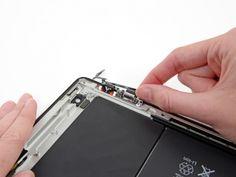 Schritt 56 -       Heben Sie das Kabel der Power- und Lautstärketaste, und nehmen Sie es vollständig aus dem iPad raus.