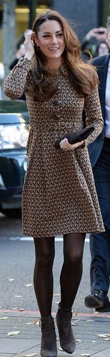 Kate Middleton: Dress – Orla Kiely Earrings – Kiki McDonough Shoes – Aquatalia