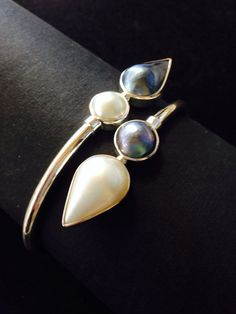 Black and White Pearl Twist Bangle in Sterling silver 925