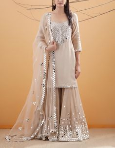 Party Wear Indian Dresses, Pakistani Fashion Party Wear, Pakistani Formal Dresses, Designer Party Wear Dresses, Pakistani Wedding Outfits, Indian Fashion Dresses, Indian Gowns Dresses, Kurti Designs Party Wear, Dress Indian Style