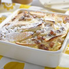 Express clafoutis with apple - Apple express clafoutis – Ingredients of the recipe: 4 or 5 apples, 2 whole eggs, 100 g of sugar, - Crepe Recipes, Pasta Recipes, French Crepes, French Toast, Yummy Food, Tasty, Whole Eggs, Apple Slices, Food Videos