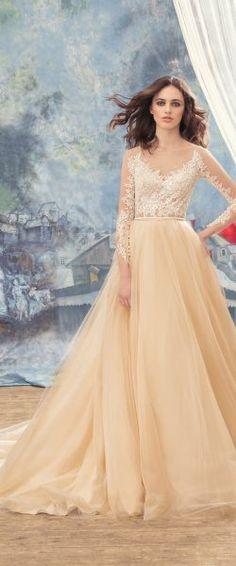 gefunden bei HAPPY BRAUTMODEN         Brautkleid Hochzeitskleid edel elegant romantisch Papilio fließender Rock Spitze