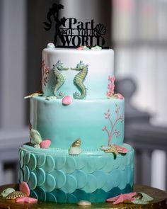"""""""Unter dem Meer, unter dem Meer …"""" - Fans der kleinen Meerjungfrau Arielle dürften bei diesem Anblick schwach werden! #Disney #Torte #backen #arielle"""