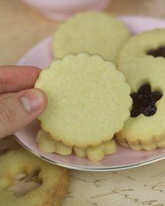 Afternoon Tea para Jane Austen (Strawberry Shortcakes, Scones de pasas y Galletas Rellenas)