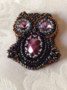 gufo  lavorazione in embroidery con swarovski e perline di boemia