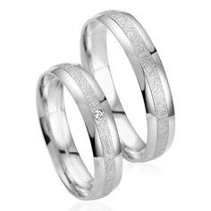 La finition givrée au centre des alliances apporte au Duo Desire & Brune de l'élégance et du raffinement. Desire est sertie d'un diamant blanc. http://www.zeina-alliances.com/alliance-duo/3780-duo-desire-brune.html