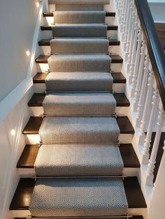25 Best Geometric Carpet Decor Ideas for Stairways Carpet Staircase, Staircase Runner, Stair Runners, Carpet Runner On Stairs, Stair Carpet Rods, Basement Carpet, Modern Staircase, Stairs With Lights And Carpet, Rugs For Stairs