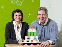 """Katharina Grau und Andreas Pfeifer helfen mit ihrer Marketingberatung """"Die Heldenhelfer"""" Hoteliers und Gastronomen bei Markenaufbau, Positionierung und mit Do-it-yourself-Konzepten."""