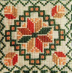 Resultado de imagen para free cross stitch patterns of poppies Crochet Borders, Cross Stitch Borders, Cross Stitch Flowers, Cross Stitch Designs, Cross Stitching, Cross Stitch Patterns, Folk Embroidery, Cross Stitch Embroidery, Embroidery Patterns