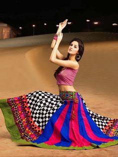 Impressive checks print cotton skirt in multicolor. Item code : SKPG293762 http://www.bharatplaza.com/new-arrivals/skirts/impressive-checks-print-skirt-skpg293762.html