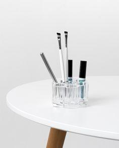 Porte-tubes et pinceaux de maquillage