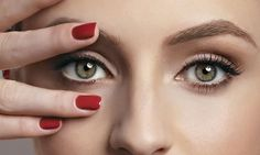 Os melhores cremes e tratamentos para a região dos olhos