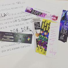 Chegaram os brindes da Karen Álvares!! Eu amei essas cartinhas promocionais de Inverso e Alameda dos Pesadelos. Além disso também tem marcadores dos novos livros da Karen. @karen_alvares eu amei os brindes!!! Muito muito obrigada!! #bookmarkers #matcadores #karenalvares #blogliterario #checkinvirtual