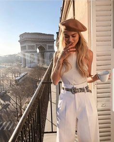 7 Chic Ways To Dress Like a French Women. How to style your clothing to achieve … 7 Chic Ways To Dress Like a French Women. How to style your clothing to achieve the classic Parisian chic look Parisian Style Fashion, Look Fashion, Paris Fashion, 1930s Fashion, Woman Fashion, Fashion Street Styles, Classic Womens Fashion, Parisian Street Style, Vintage Chic Fashion