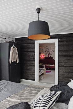 my scandinavian home: A black and white Finnish log cabin Home Bedroom, Bedroom Decor, Bedroom Rustic, Bedroom Ideas, Headboard Decor, Design Bedroom, Master Bedroom, Design Scandinavian, Log Wall