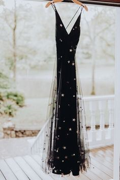 Black tulle gold star wedding dress fashion prom gown black dress event fashion gold gown prom star tulle wedding celebs in schoolgirl inspired ensembles Pretty Dresses, Beautiful Dresses, Gorgeous Dress, Star Wedding, Wedding Black, Tulle Wedding, Wedding Dress Black, Black Tulle Dress, Trendy Wedding