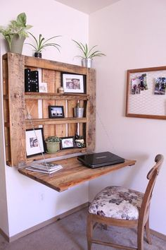 DIY space-saving pallet desk - The Northwest Momma momma northwest .DIY space-saving pallet desk - The Northwest Momma momma northwest palette desk budget-friendly and unique ideas for DIY pallet projects Diy Projects Gardens