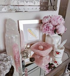 LOVE this altar so much! Crystal Altar, Crystal Healing Stones, Crystal Decor, Crystal Magic, Stones And Crystals, Crystal Bedroom Decor, Crystal Aesthetic, Spiritual Decor, Meditation Space