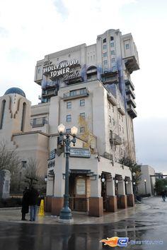 6/18 | Photo de l'attraction Hollywood Tower Hotel (Tower Of Terror) située à @Disneyland Paris (France). Plus d'information sur notre site www.e-coasters.com !! Tous les meilleurs Parcs d'Attractions sur un seul site web !!