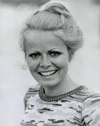 Sally Struthers for her work in feeding the hungry. Thalia, Sally Struthers, Change Picture, Prettiest Actresses, All In The Family, Wrestling Wwe, Stars Then And Now, Petite Women, True Beauty