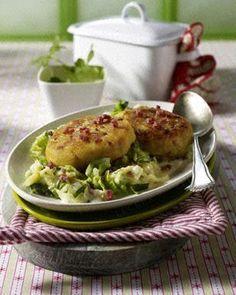 Kartoffel-Frikadellen auf geschmortem Wirsing