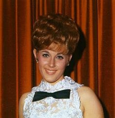 See Lesley Gore pictures, photo shoots, and listen online to the latest music. Teased Hair, Braids For Short Hair, Updo Hairstyles Tutorials, Easy Hairstyles, Lesley Gore, Helmet Hair, Beehive Hair, Short Hair Styles Easy, Hair Creations