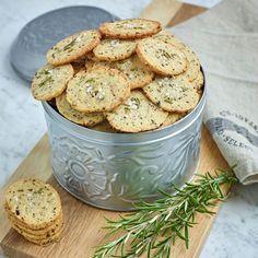 Smakrika olivkex kan bli ostbrickans favorit. Swedish Recipes, Sweet Recipes, Snack Recipes, Cooking Recipes, Biscotti, Tapas, Scandinavian Food, Good Food, Yummy Food