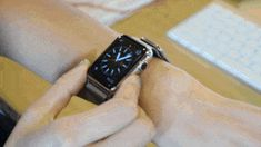 26 Essential Apple Watch Tips And Tricks Apple Watch Apps, New Apple Watch, Silver Pocket Watch, Pocket Watch Antique, Casual Watches, Watches For Men, Iphone Secrets, Elgin Watch, Old Pocket Watches